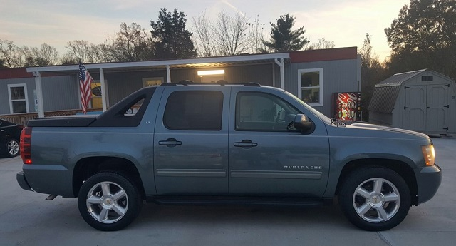 2020 Chevy Avalanche side view