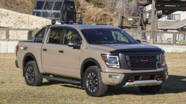 2021 Nissan Titan Pro-4X featured