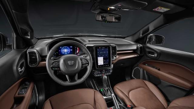 2022 Fiat Toro interior