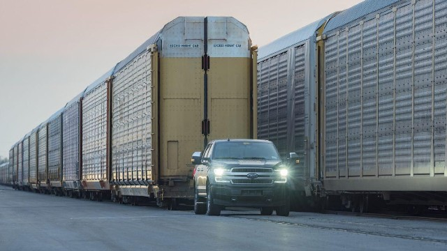2022 Ford F-150 EV towing capacity